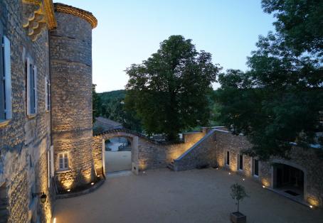 Cour d'honneur Château de Chaussy